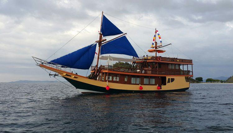 Komodo Liveaboard Diving